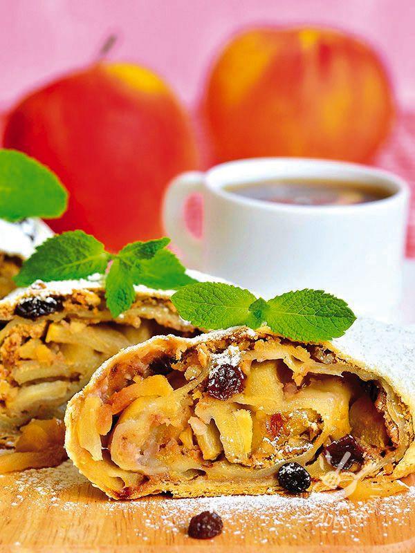 Apple strudel (Vegan) - Tirarsi indietro di fronte a uno Strudel di mele, che sia vegan o meno, è impossibile! Provate questa versione: piacerà anche ai non vegani!