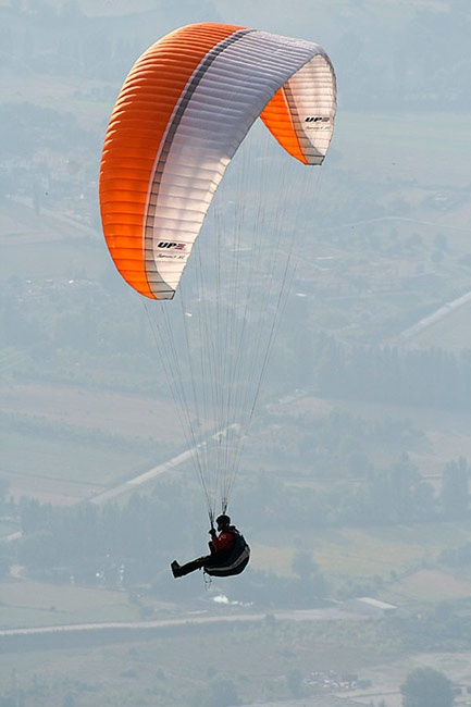 Paragliding above Monte Cucco between Marche and Umbria - Italy www.motette.it