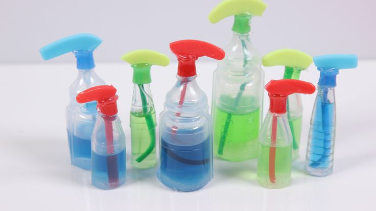 DIY miniature cleaning sprays using different materials