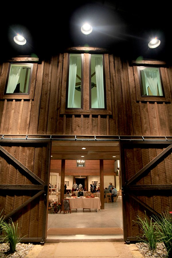 Lone Oak Barn Round Rock Texas Wedding VenueBarn