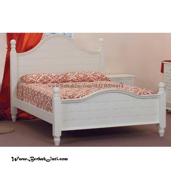 Jual Tempat Tidur Minimalis Simple Cat Putih Duco Merupakan Produk Mebel Berkah Jati Jepara dengan desain Mahkota Minimalis Cat Putih Duco solid