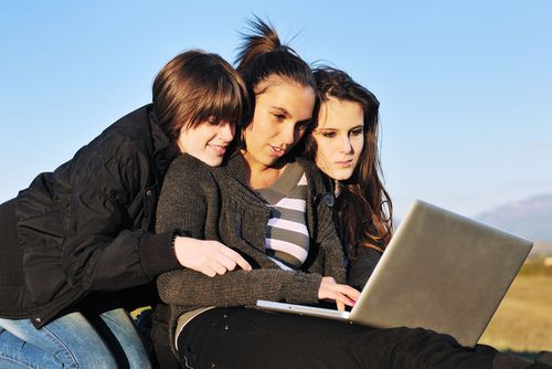 Quick Cash Payday Loans- Get Online Cash Loans Support To Tackle Mid Month Crisis Easily