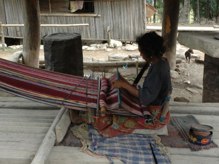 Are you interested in Hand weaving and natural plant dyes?  Checkout this very informative webpage, put together by the team at ETWA. http://www.etwa.org.au/about/hand-weaving/
