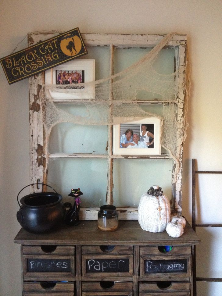 Halloween Decorations: Vintage Window