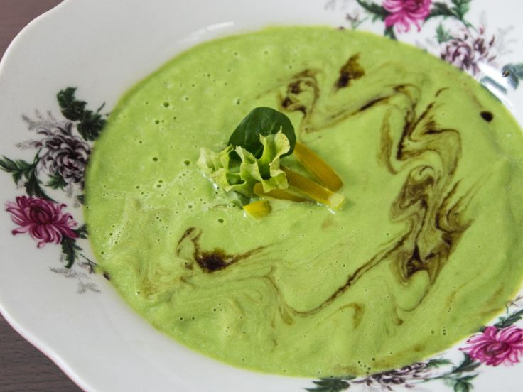 Raw vegan Soup from walnuts and spinach, recipe in slovak language online on this link