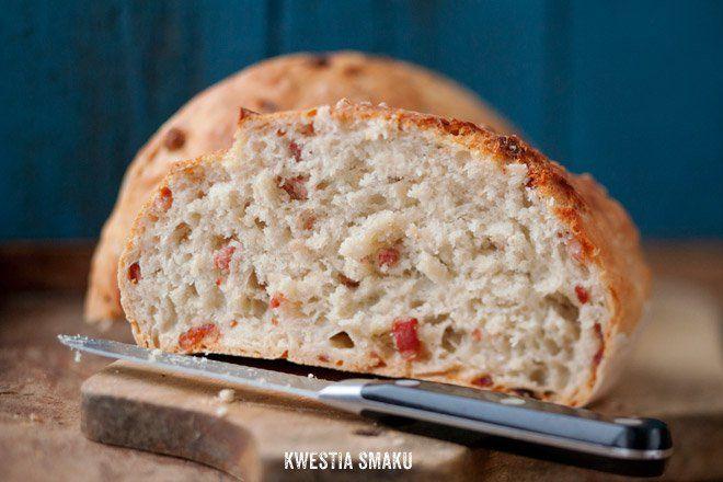 Chleb z boczkiem i chili
