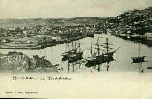 Østfold fylke Halden Fredrikshald og Fredriksten festning seilskuter i havna Utg E. Sem ca 1900