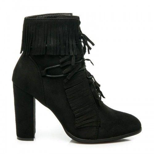 Dámské boty na podpatku Klenbery černé – černá Jste žena s jedinečným kusem? Semišový svršek bot doplňuje vysoký sloupkový podpatek pro maximální komfort při chůzi. Boty se upevňují pomocí šněrovačky a jejich součástí je textilní …