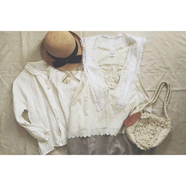 178  ↟ ↟ ↟ ↟  おはようございます♪( ´▽`) 今日は、福岡、気温が高くなるみたいです。でも家の中は、ヒンヤリしてます。  今日は、制作は、お休みして息子aと映画を観てきます。  お気に入りのお洋服きてもう少ししたらお出かけしてきます(❁´◡`❁) #わたしのお洋服 #わたしのおようふく #ホワイトコーデ #お帽子 #置き画 #置き画くら部