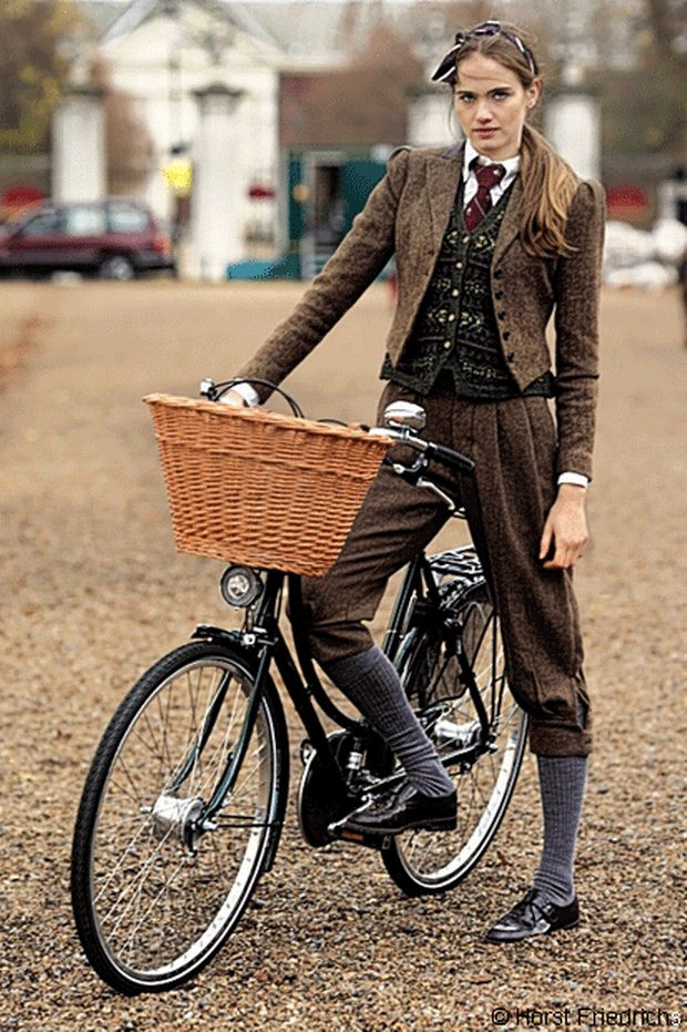 My favourite of the Horst Friedrichs bike portraits: Elinor rides a Pashley Princess Sovereign © Horst Friedrichs