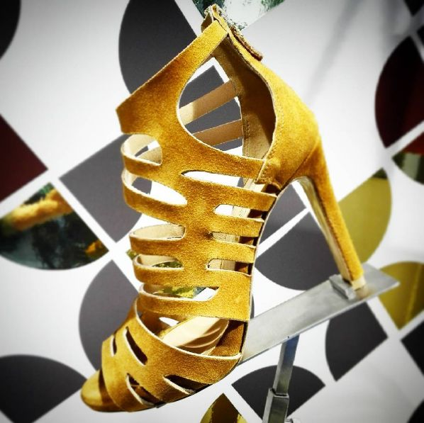 Happy midweek Dear Shoelovers! ❤  Have you already chosen style for coming weekend? 🍹 Visit Cherry Heel to find some breathtaking ideas... shoes, clothes & accessories from the most prestigious italian brands! 🔝  #CherryHeel #luxury #boutique #barcelona #sandals #brown #heels #instastyle #spring2017 #happygirl #blogger #style #fashion #madeinitaly #trend #barcelonamola #primavera #moda #bcninspira #instafashion #барселона #стиль #шоппинг #девочкитакиедевочки #весна2017 #мода2017 #инстамода