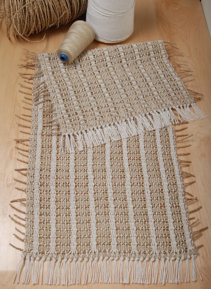 Weave this lovely Nautical themed table runner for your home. 4-harness loom required http://www.schachtspindle.com/newsletter/PDF/Newsletter2012Spring.pdf