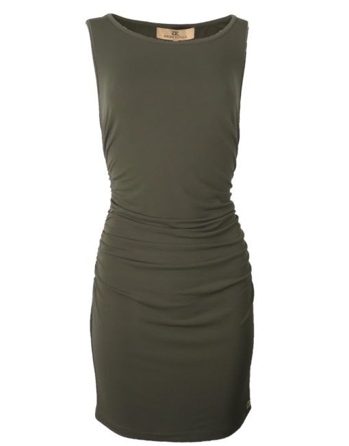 Carla Jurk Groen Goldie-Estelle      Elegante jurk met een gouden rits aan de zijkanten. Langs de zijde van de rits is de jurk geplooid wat voor een lichte plooiing aan zowel de voorzijde als aan de achterzijde van de jurk zorgt.