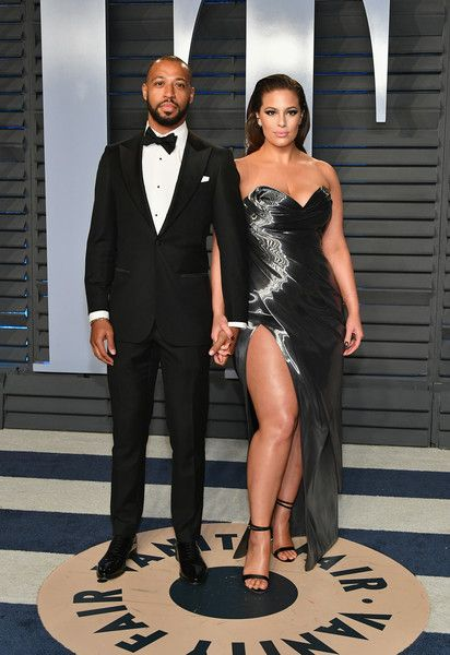 Ashley Graham Photos - Justin Ervin (L) and Ashley Graham attend the 2018 Vanity Fair Oscar Party hosted by Radhika Jones at Wallis Annenberg Center for the Performing Arts on March 4, 2018 in Beverly Hills, California. - Ashley Graham Photos - 3 of 1489