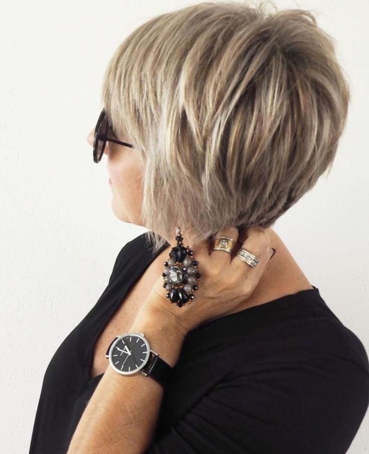 Short hairstyles for women over 50 – Simple and noble