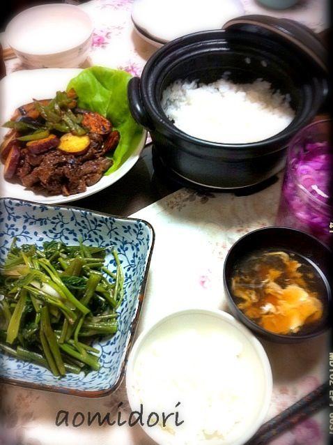 牛肉と秋野菜のオイスターソース味・空芯菜炒め・紫キャベツとレンコンのピクルス - 31件のもぐもぐ - 休日の昼ご飯・炊飯用土鍋買っちゃった by Noriko