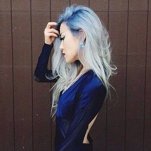 Blue roots are clearly becoming a thing. You can try deep blue to platinum like this … | 15 Surprisingly Gorgeous Ways To Rock Colorful Roots