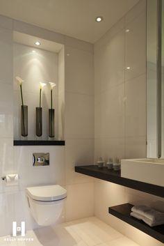 Blanco y Negro una gran combinación para tu baño. DECORHALCON Reformas…