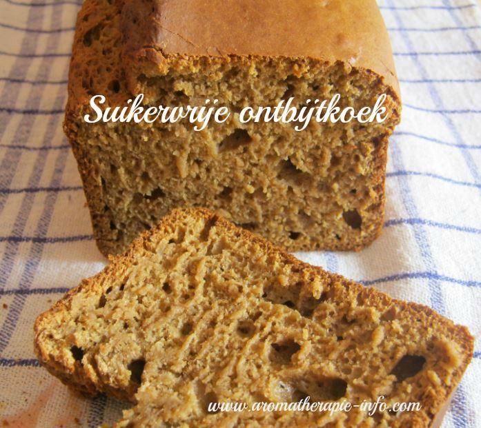 Deze suikervrije ontbijtkoek is stevig en toch luchtig en gemaakt van roggemeel. Lekker en makkelijk te maken.