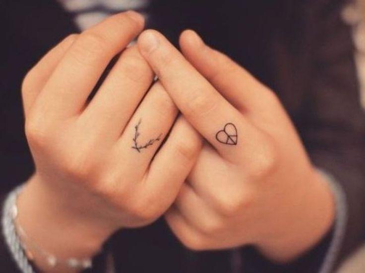 M s de 25 ideas incre bles sobre side finger tattoos en for Do tattoos hurt on your hand