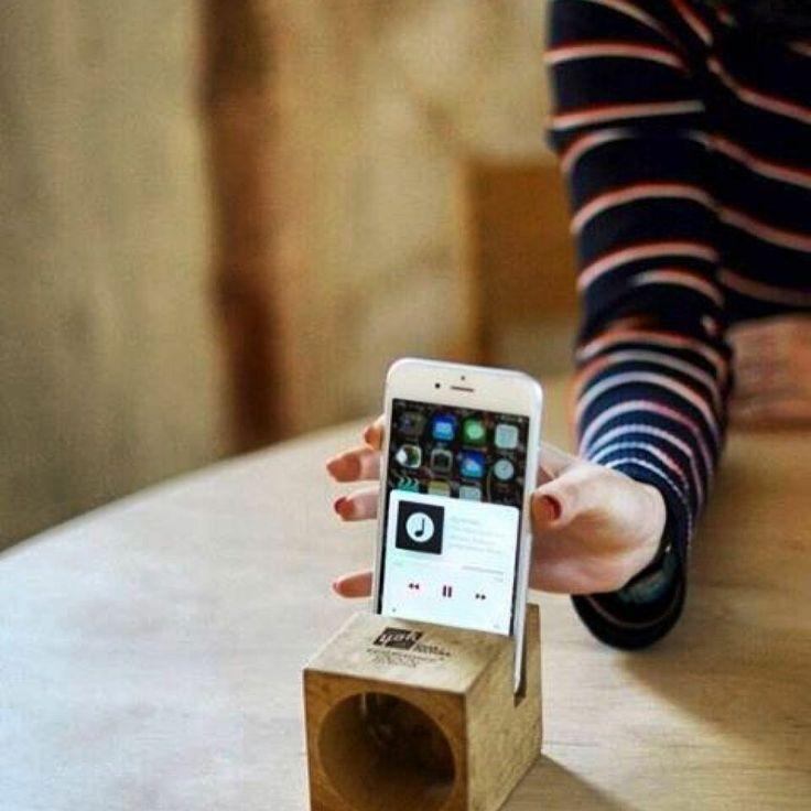 Altavoz Uno en madera de castaño, personalizado para Yök Casa & Cultura