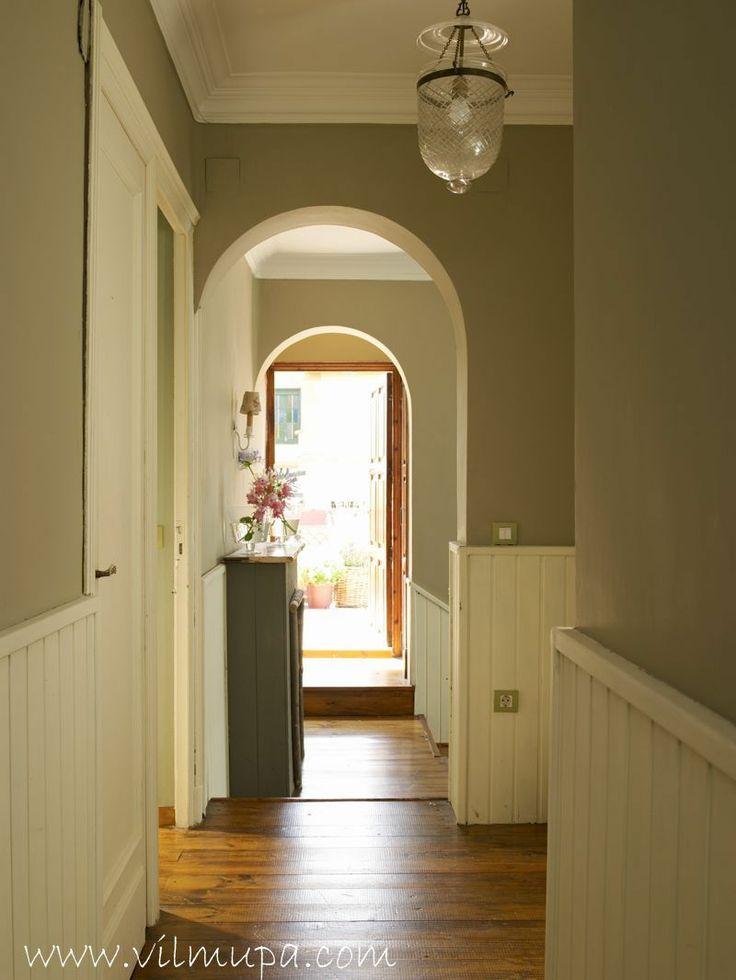 Pasillo con friso blanco hallways pinterest pasillos - Pasillos con zocalo ...