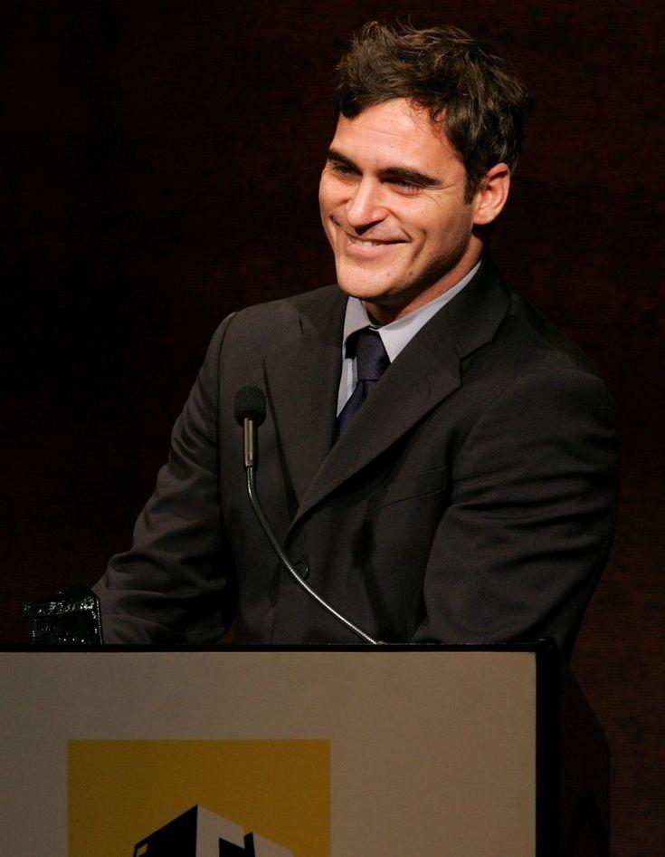 15 Times Joaquin Phoenix S Good Looks Made Us Feel Weak At The Knees Joaquin Phoenix Joaquin Phoenix