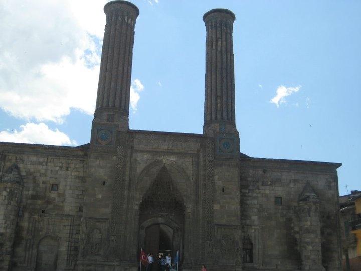 Erzurum Çift Minerali Medrese