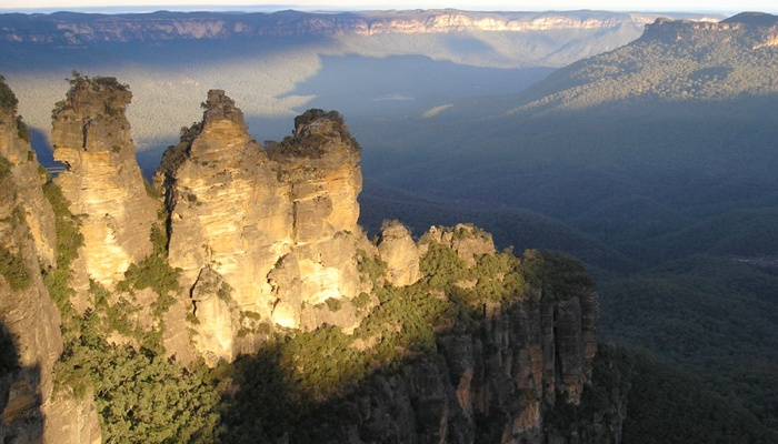 Explore the best of the Blue Mountains.