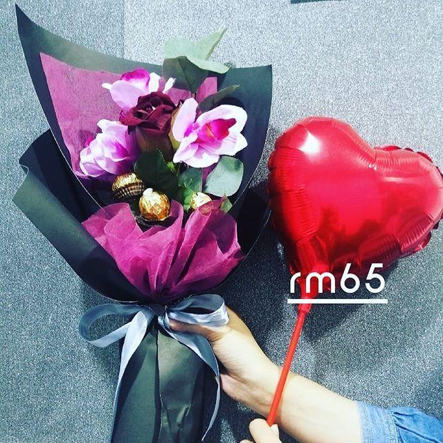 Bouquet Bunga Dan Coklat Sweet Simple Sesuai Untuk Pelbagai Hari Istimewa Berminat Wasep 01030 Chocolate Flowers Bouquet Chocolate Flowers Chocolate Bouquet