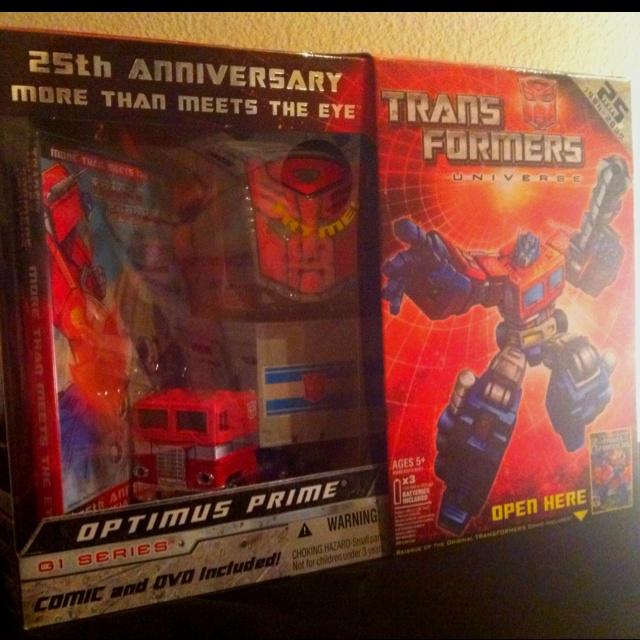 25th Anniversary G1 Optimus Prime #Transformers #G1 #optimusprime #rollout