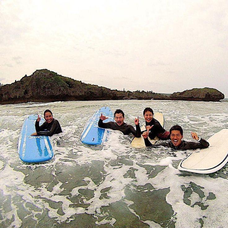 ゲストとパシャリ 天気は曇り空ですがこころは晴れ こんな笑顔になれるのはサーフィンが楽しいって事 #沖縄 #シーナサーフ #笑顔 #晴れ #楽しむ心 #写真 #ゴープロ #okinawa #seanasurf #surf #smile  #goodwhether #fun #camera #gopro