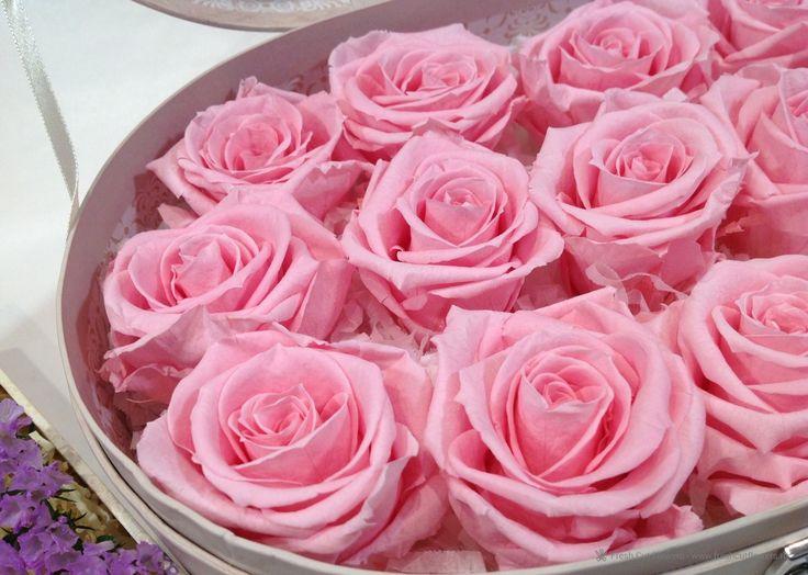 Стабилизированные розы в подарочной коробке. Прекрасный подарок. Онлайн заказ. Доставка.