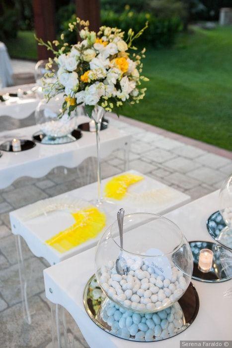 a6b7b1e43d5f Tavolo per la confettata di nozze con presentazione delle bomboniere   matrimonio  nozze  sposi