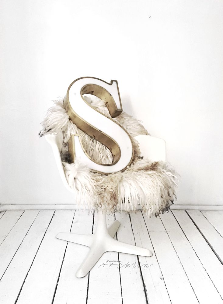 S like Super! I found this vintage S-letter from Instagram. Actually I found Alt Means Old seller very first time from my very f...
