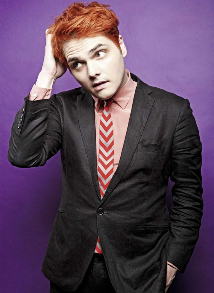 Gerard Way always tilt his head, somethin i'm growin into, anyway hmmmm, let me think, yup he's cute//I DIDNT EVEN HAVE TO THINK ABOUT IT