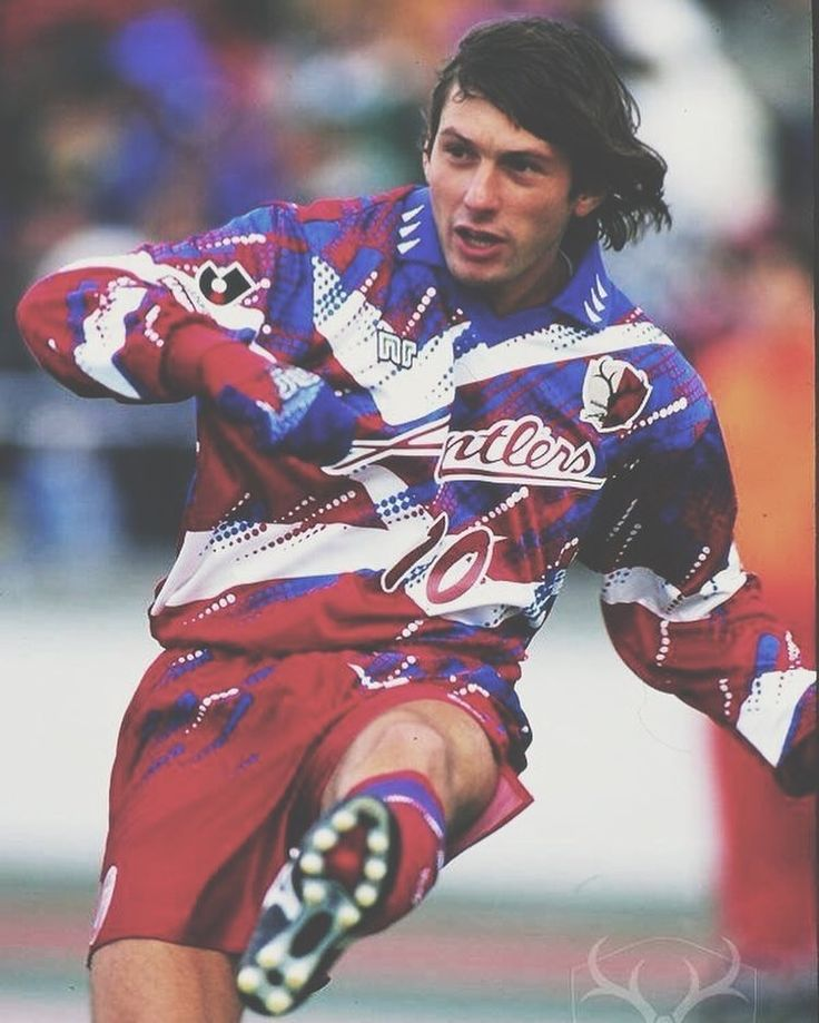 Leonardo in a quite frankly obscenely good 1995 Kashima Antlers Kit
