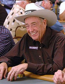 Doyle Brunson é um jogador de poker profissional há mais de 40 anos. Campeão mundial de poker e autor de diversos livros sobre poker, foi o primeiro jogador a ganhar um premio superior a um milhão de dólares em torneios de poker. Brunson foi por dez vezes campeão em eventos da World Series of Poker. É também um dos quatro jogadores do mundo a ter ganhando eventos principais consecutivos na WSOP em 1976 e 1977.