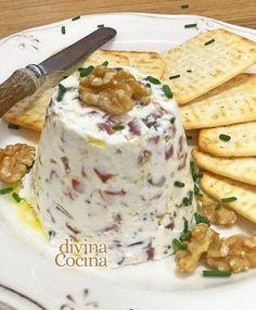 Esta receta de Crema de Queso para aperitivos es siempre la reina en reuniones y picoteos informales. Se prepara en un momento con ingredientes a tu gusto.