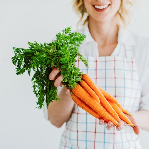 La vitamina A es esencial para el organismo humano, pues colabora en la formación y el mantenimiento de los huesos, de la piel y de una buena visión...