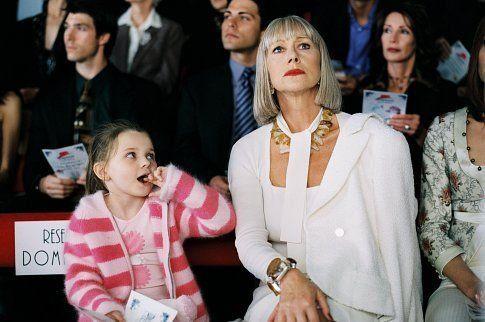 Love this movie: Still of Helen Mirren and Abigail Breslin in Raising Helen