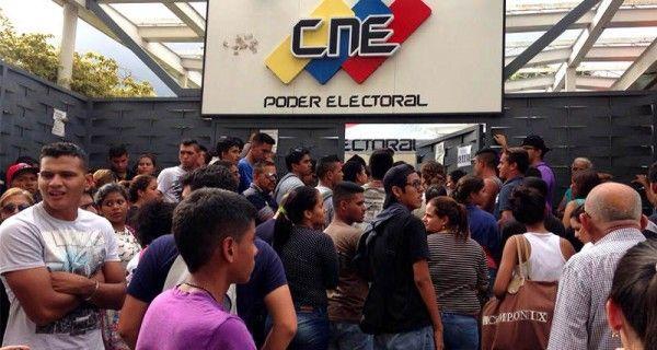 Representantes juveniles de la oposición informaron que el CNE ha extendido la fecha de inscripción en el Registro Electoral luego de haber ido a la sede e