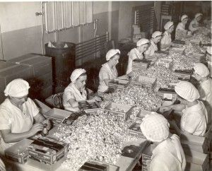 Wrapping Hershey's Kisses by hand.  Hershey Factory 1937.