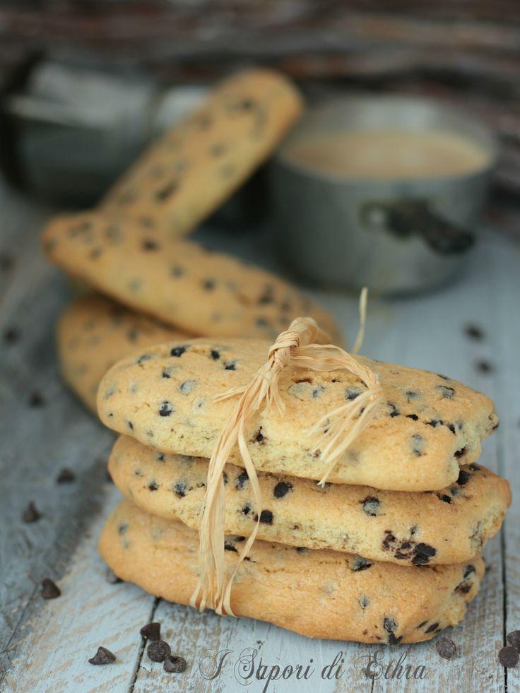 Biscotti inzupposi con gocce di cioccolato gustosi - I Sapori di Ethra