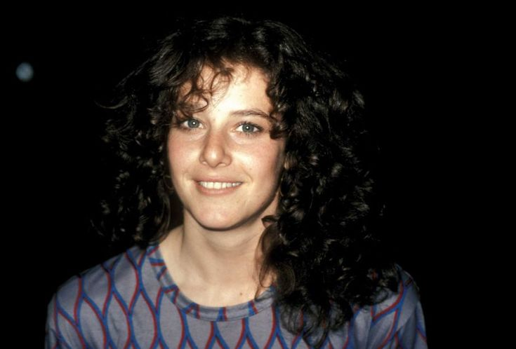 How pretty was Debra Winger when she was younger?! A terrific actress and a true natural beauty.