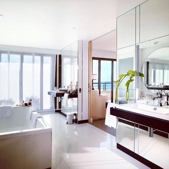 The incredible Art Deco bathroom of our Penthouse suite at Hyatt Regency Nice.