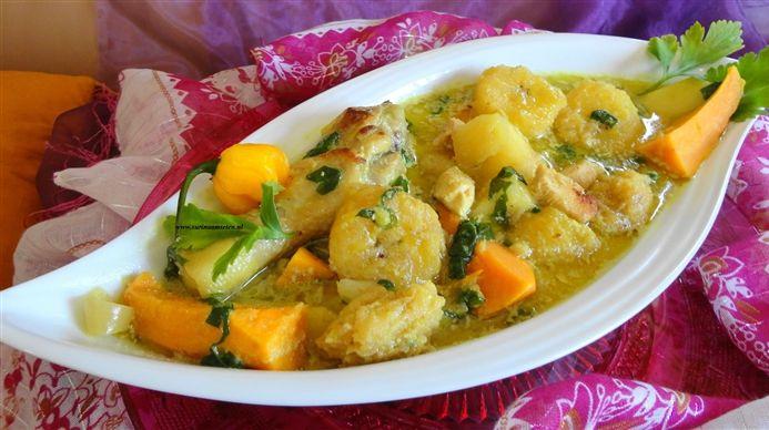 Surinaams eten – Surinaamse Cassavesoep (cassavesoep verrijkt met groene en gele bakbanaan, zoete aardappel en kip -Faja Lobi kruiden