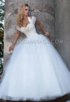 Robe de mariage princesse tulle appliques bretelle au cou col en coeur