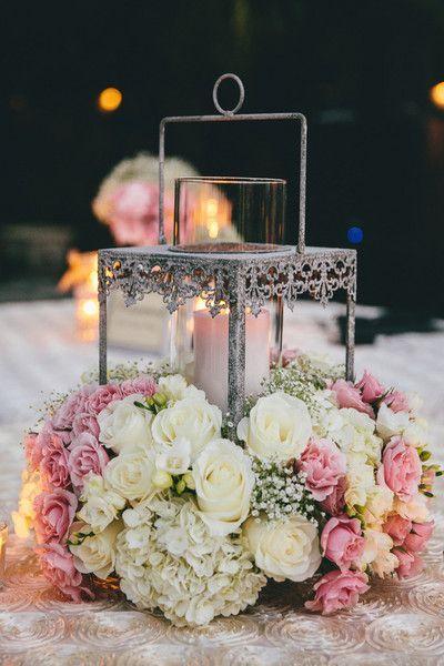 Ultra luxuriante roses, hortensias, et le souffle de mariage pièce maîtresse du bébé