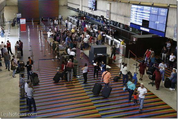 Venta de boletos aéreos internacionales en Venezuela cayó en un 41% - http://www.leanoticias.com/2014/05/19/venta-de-boletos-aereos-internacionales-en-venezuela-cayo-en-un-41/